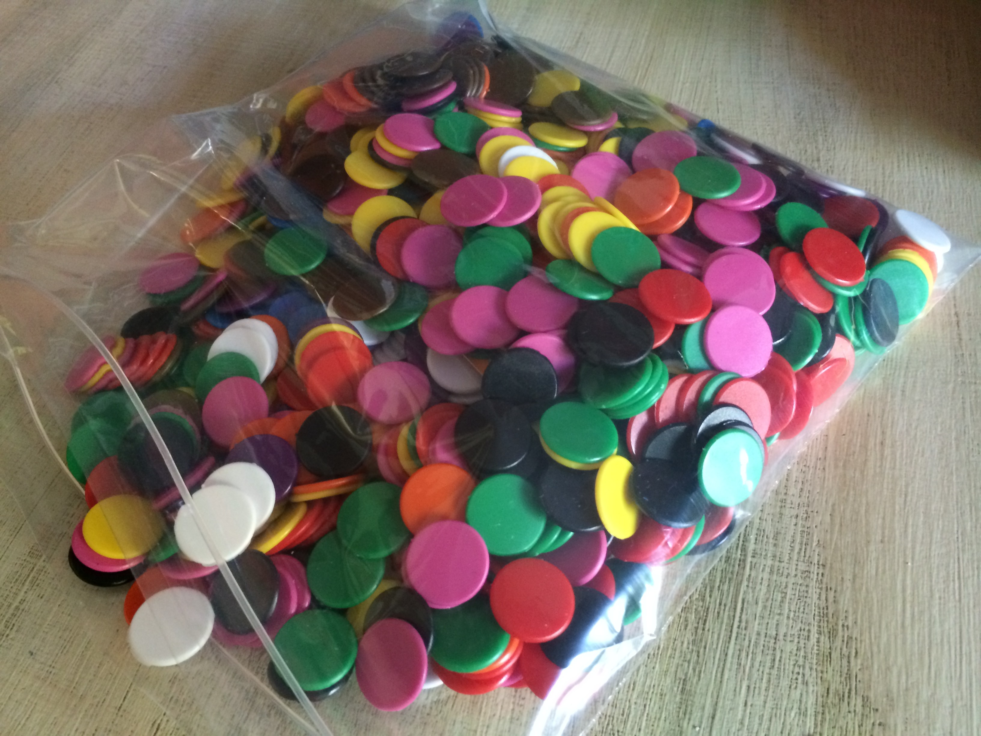 1000 Coloured counters